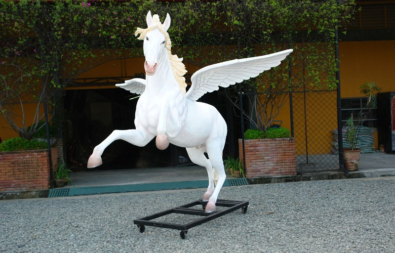 Horse with Wings 8.5 ft.