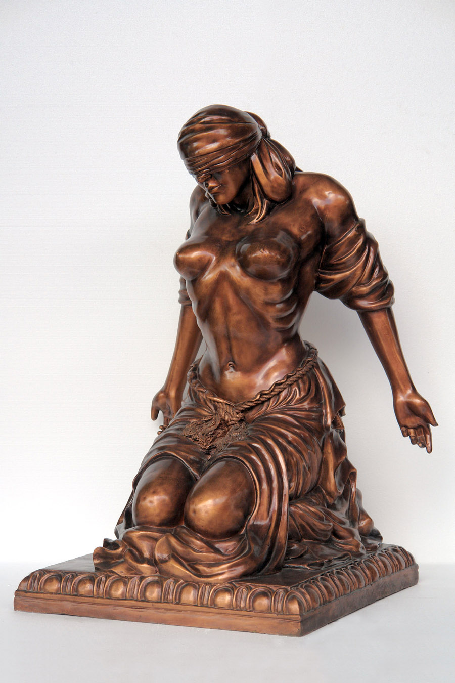 Fiberglass Kneeling Lady 4.5ft. / Bronze Finish