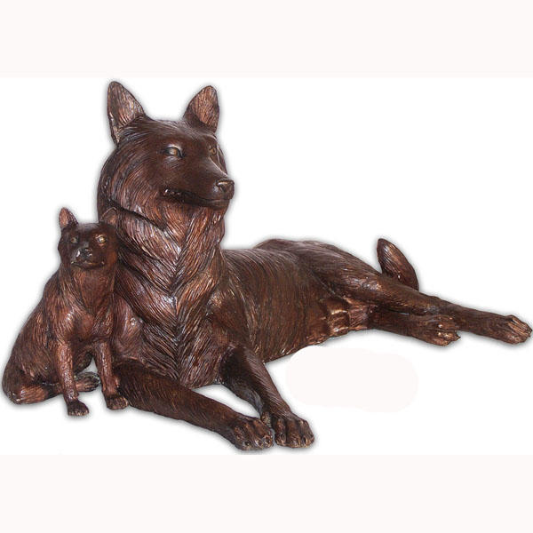 Bronze Wolf and Cub Statue