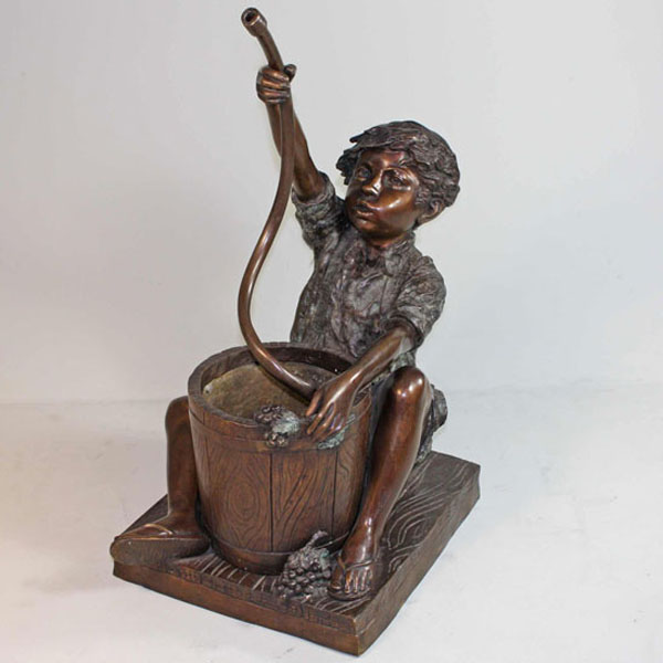 Bronze sitting Boy with Hose and Bucket Fountain [BRZJ04877]