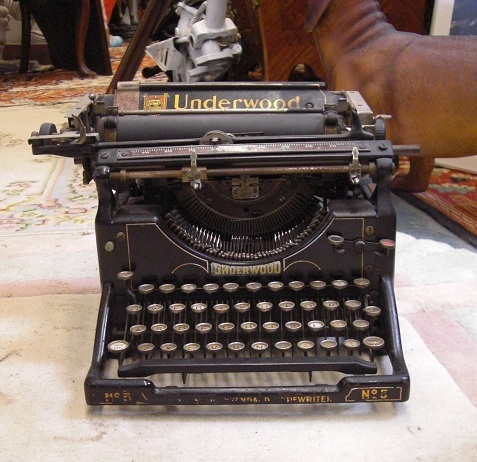 Antique Oliver 1913 Typewriter